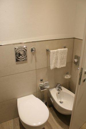 Windsor Hotel Milano : Bathroom