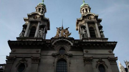 Basilica y Convento de San Francisco : Torres da Basílica.
