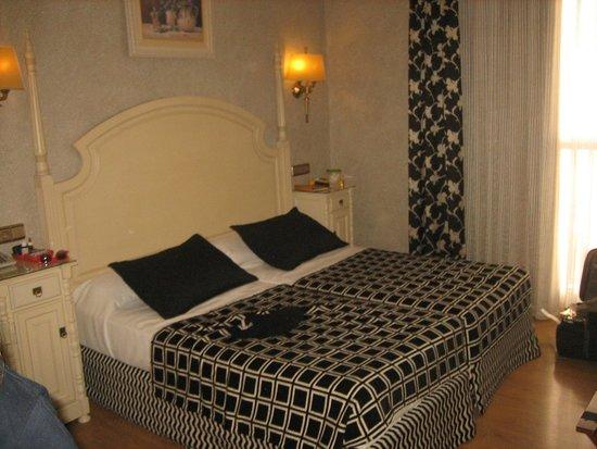 Salles Hotel Malaga Centro: our room