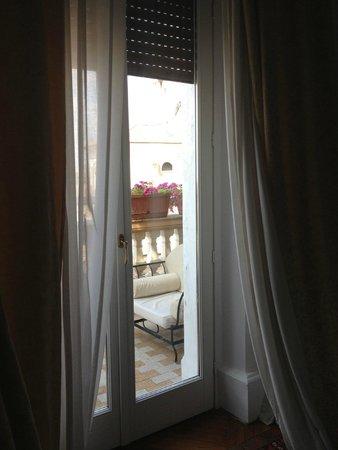 Grand Hotel Plaza: window