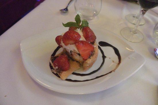 Cafe Barjot: Charlotte aux fraises