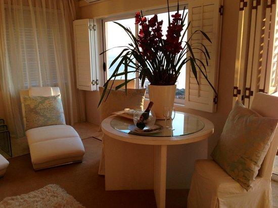 Atlantique Villa Camps Bay : Orchids in room
