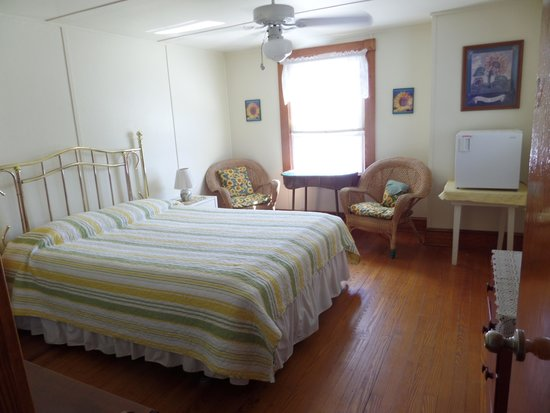 Holly Haven : Queen Bed Room