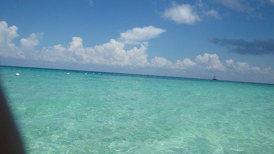 Nachi Cocom Beach Club & Water Sport Center : Sparkling Clean Beach