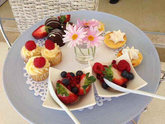 Atlantic Suites Camps Bay : Teatime treats