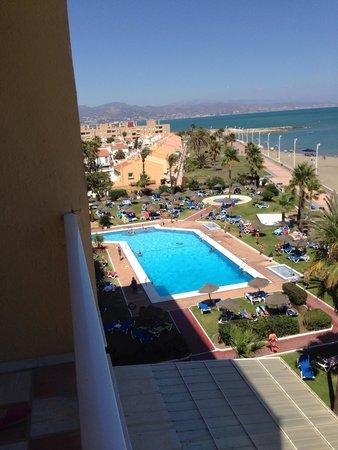 Tryp Malaga Guadalmar Hotel : Tryp guadalmar hotel . Vue de la piscine de la chambre .