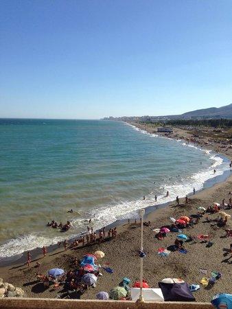 Tryp Malaga Guadalmar Hotel : plage de coté pris dans l'hotel .