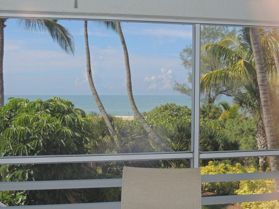 Hurricane House Resort: View of Gulf from livingroom