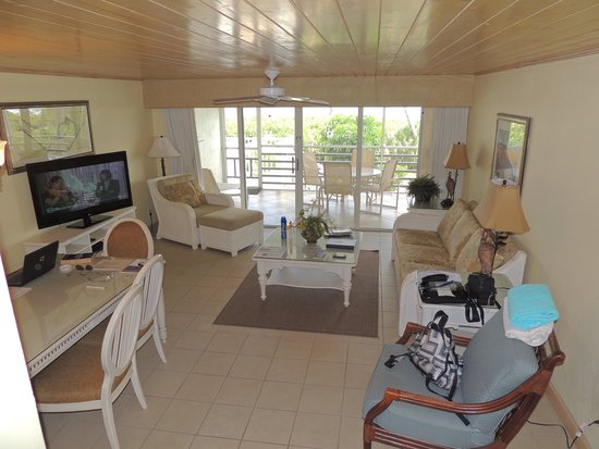 Hurricane House Resort: View of livingroom