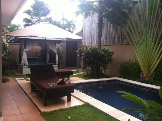 Bali Yubi Villa: Pool area