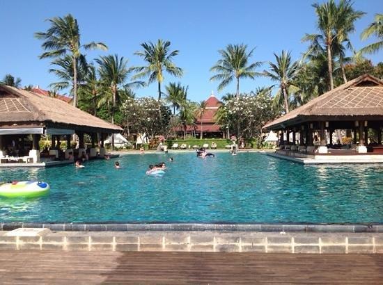 INTERCONTINENTAL Bali Resort : une...des piscines de l'hôtel