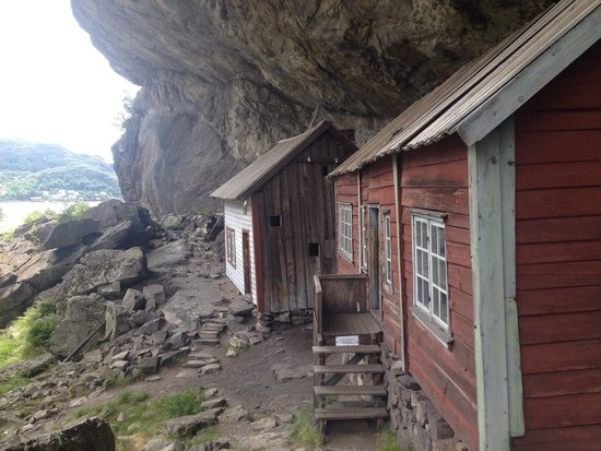 Sokndal Municipality, Norwegia: Bolighusene under fjellet