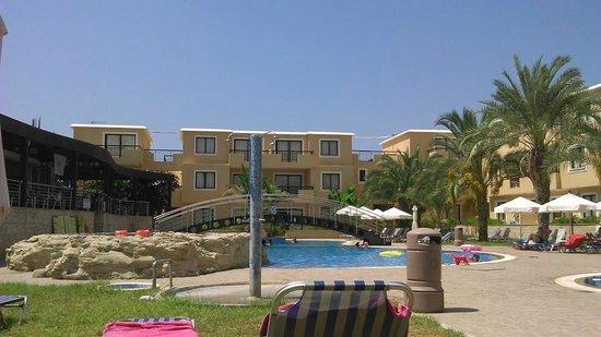 Pagona Hotel Apartments : Pool area