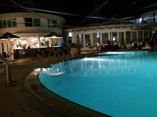 Hotel Villaggio Stromboli : Piscina di sera