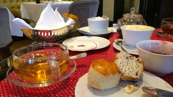 St. James's Hotel and Club: afternoon tea