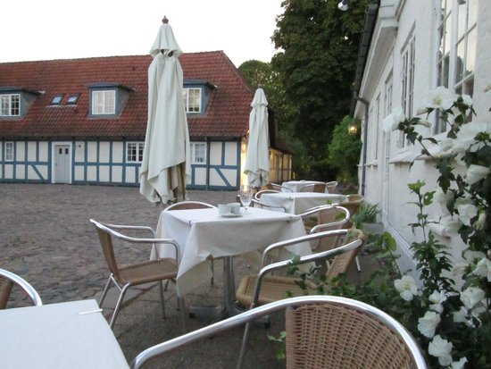 Best Western Hotel Knudsens Gaard : Outside dining area