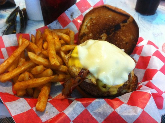 Brook's Gourmet Burgers and Dogs : Amazing Burger!!