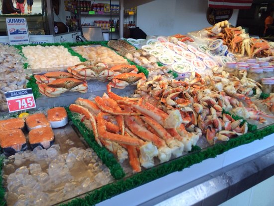 Maine Avenue Fish Market: Rows and rows of anything your heart desires!