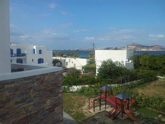 Naxos Resort Beach Hotel : Utsikt från stora balkongen