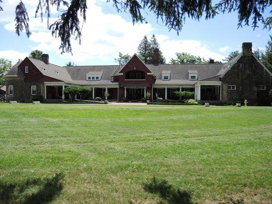 Aspen Manor Resort: Main building, front view
