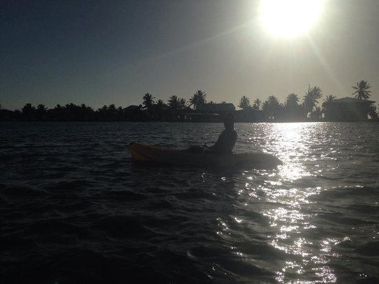 St. George's Caye Resort: Morning kayaking.