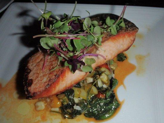 Twin Creeks: Yummy salmon dish.