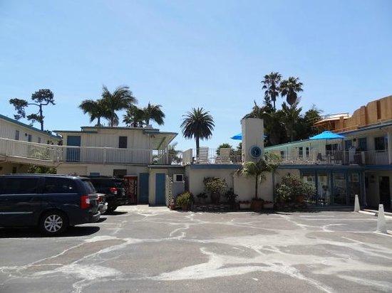 Cabrillo Inn at the Beach: Estacionamento hotel