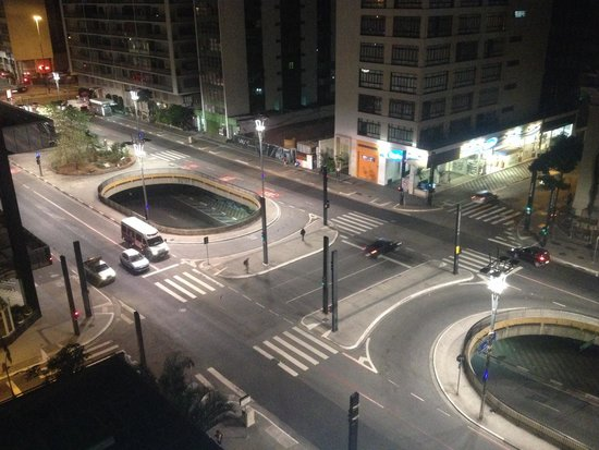 Ibis Paulista: Vista para a Av. Paulista de madrugada, claro!