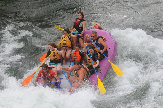 Lewis & Clark River Expeditions: Hitting the rapid!