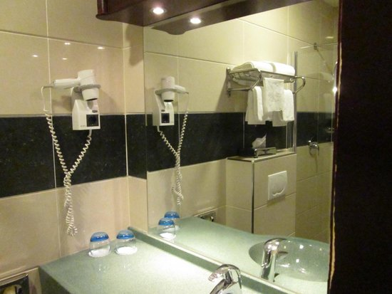 BEST WESTERN Blue Square Hotel : Shower