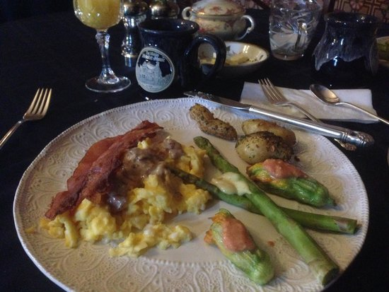 Historic Webster House: A fine dining breakfast