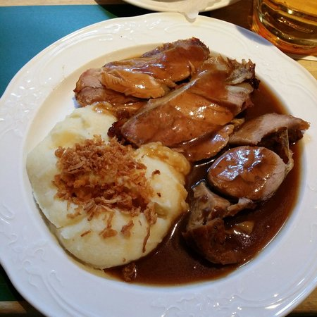 Haxnbauer : Slices of roast veal replace with potato mash