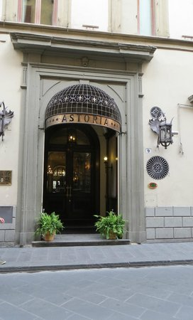 B4 Astoria Firenze : Front of the hotel