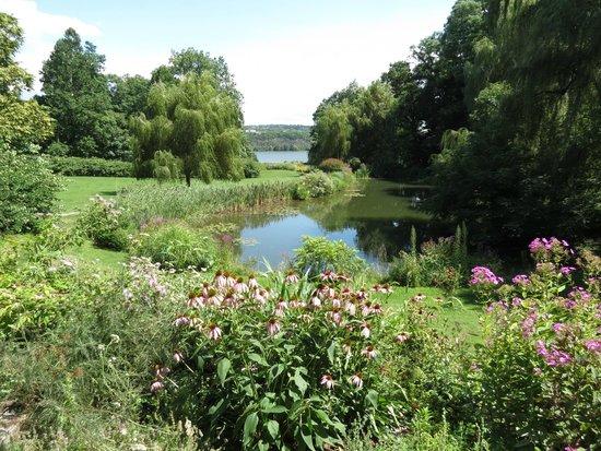 Buttermilk Falls Inn & Spa: Flower gardens and view