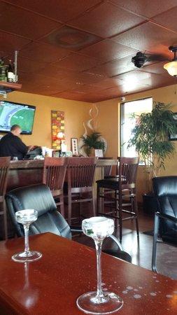 Chill Restaurant & Bar: Bar area