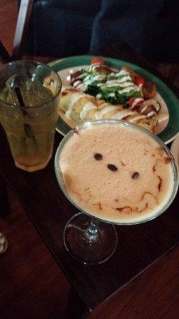 Chill Restaurant & Bar : Espressotini martini & spinach artichoke crepe, DELISH!!