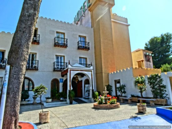 Nerja Club: Hotel Exterior
