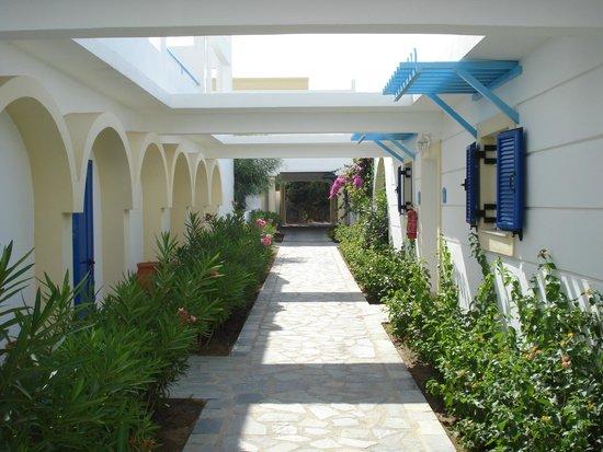 Mitsis Norida Beach Hotel: walk to our room
