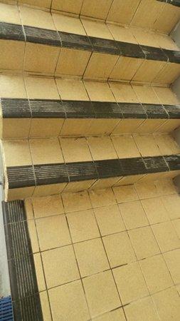 The Osborne Hotel: Indoor pool - disgusting