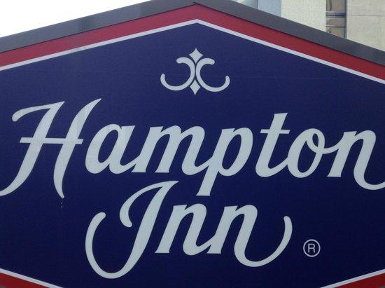 Hampton Inn Virginia Beach-Oceanfront South: Front Entrance