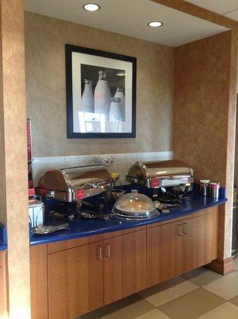 Hampton Inn Virginia Beach-Oceanfront South : Breakfast Buffet