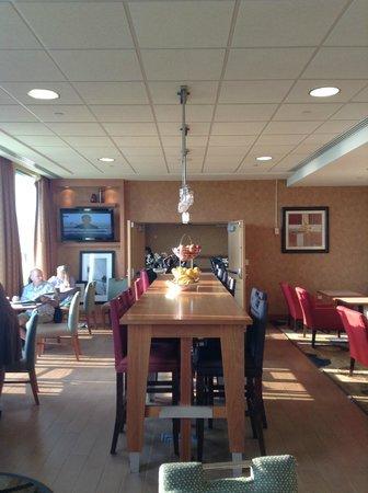 Hampton Inn Virginia Beach-Oceanfront South: Dining Area