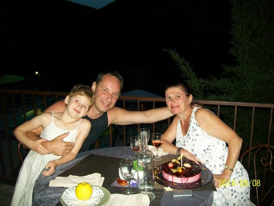 Hotel Le Belvedere : Souper en terrasse extérieure, anniversaire fêté, un moment de pure convivialité, merci au perso