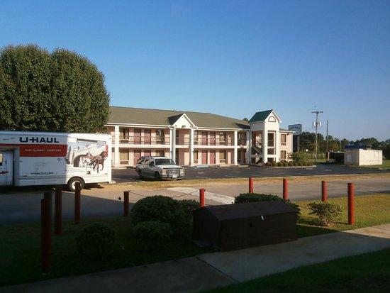 Parkway Inn & Suites