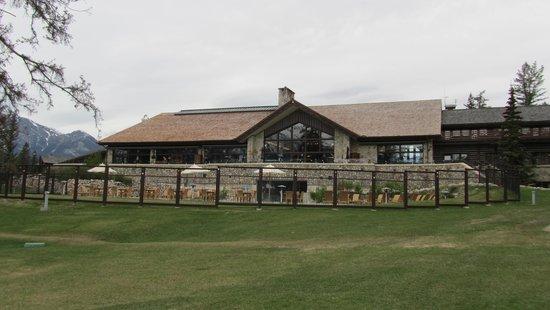 Fairmont Jasper Park Lodge : The main building