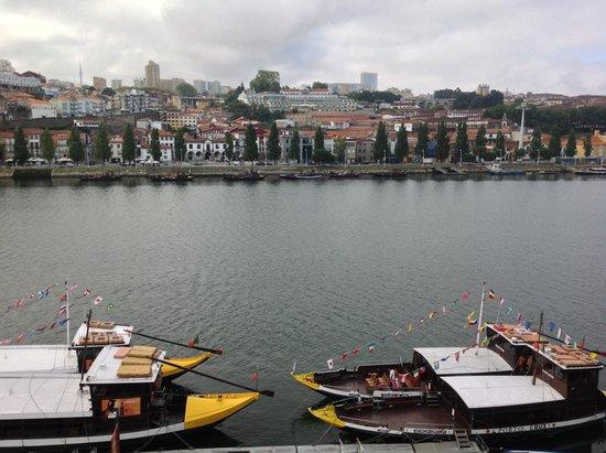 Pestana Vintage Porto: View of Douro River and Vila Nova de Gaia from Room 402