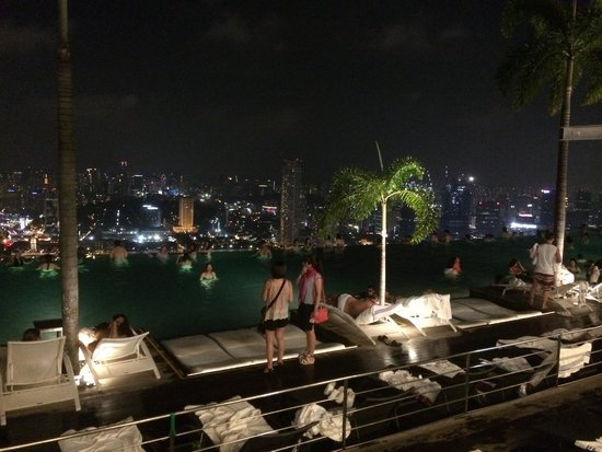 Marina Bay Sands: A nighttime view of the infinity pool