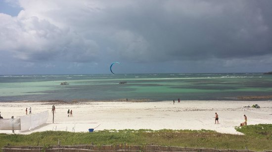 Garoda Resort: spiaggia di fronte al Garoda