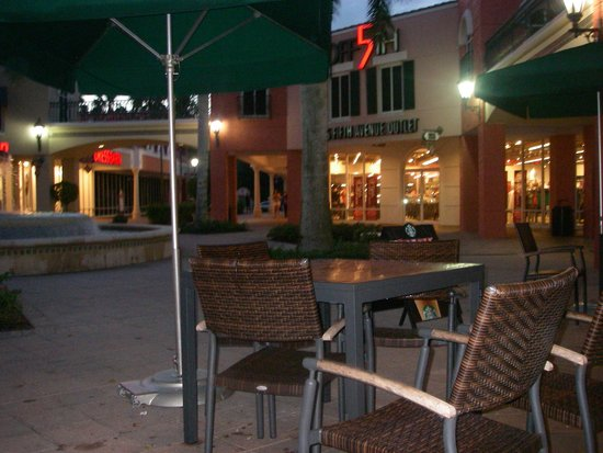 Miromar Outlets : Miromar in the evening
