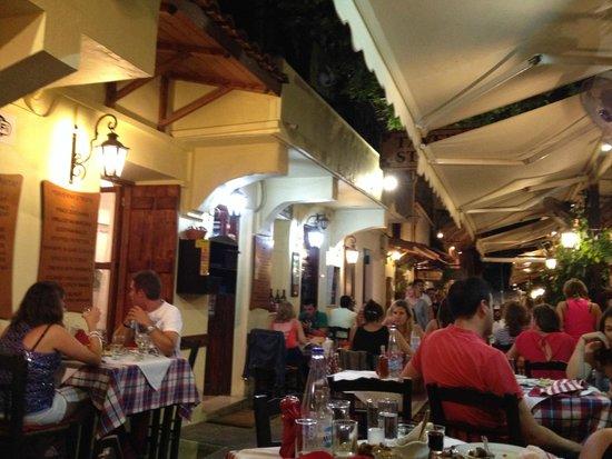 Tavern Strata: Tavolo esterno